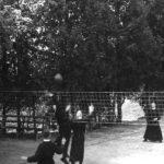 Klerycy podczas rekreacji w Tuchowie w 1944 r.